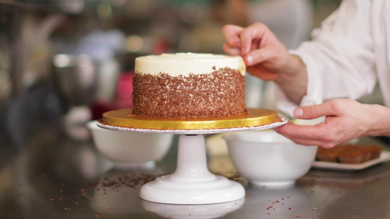 Lola S Cupcakes Banana Carousel Cake Youtube