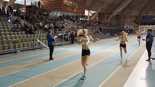 Venla Saari voittaa 800 metrin mestaruuden