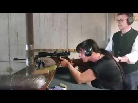 Yvonne schießt scharf