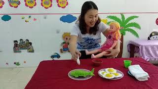 Hướng dẫn trẻ nhà trẻ chơi trò chơi bế em trong dịp nghỉ phòng dịch côrona