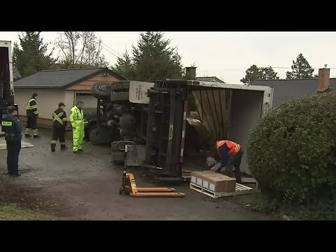 B.C. family fuming after transport truck crashes into their garage