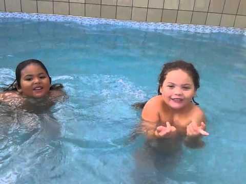 ✿ Brincadeira e desafio na piscina ✿