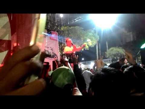 Aksi Disc Jockey Wanita di Surabaya Urban Culture Festival 2017