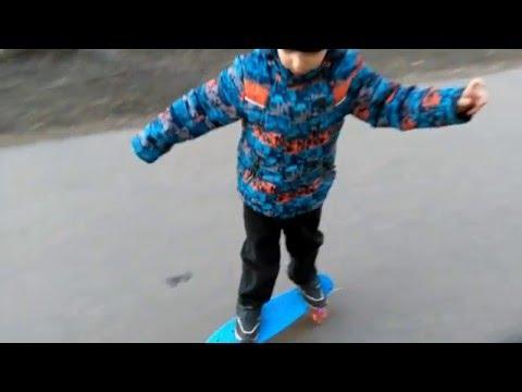 Как научить ребёнка кататься на скейте.  День первый - первые падения!)