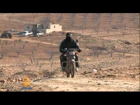 Fighters and Syrian refugees retreat to Arsal in Lebanon