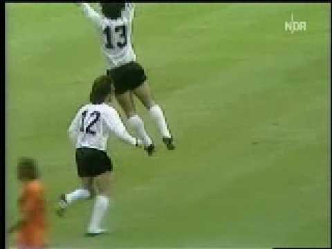 Müller vs Holland (1974 World Cup Final)
