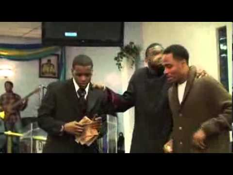 Minister Terrell Cobb Laying Hands on People Part 4- I'm Breaking Out