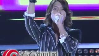 日本当红偶像山下智久到沪录制东方卫视《梦圆东方跨年盛典》。现场,他...