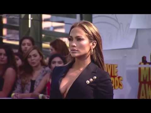 Fashion Trends: Jennifer Lopez At The 2015 MTV Movie Awards