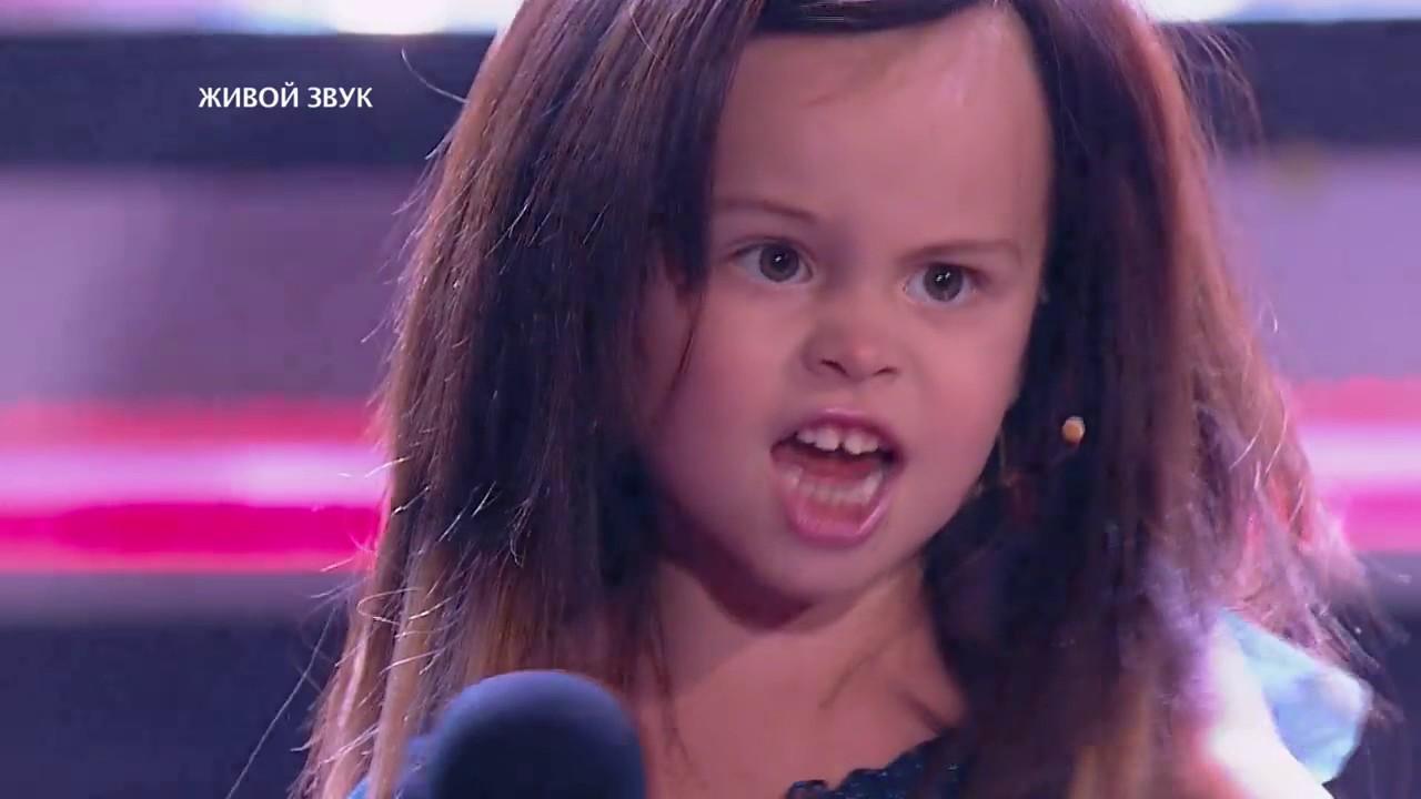 Маленькая девочка очень круто поет - YouTube