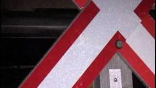 Un X marque l'endroit : remarquer et obéir à la signalisation ferroviaire peut vous sauver la vie.