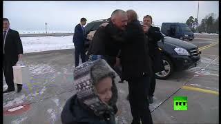بوتين يحقق حلم طفل روسي مريض.. فيديو
