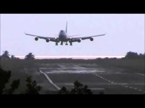 Boeing 747 Corsair Crosswind landing in Martinique Airport
