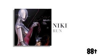 Gambar cover NIKI - Indigo (Lyrics)
