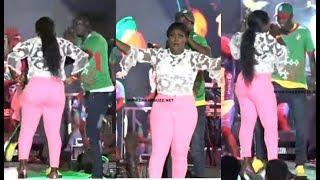 Download lagu Ndiolé Tall fait feu au concert de Wally Seck