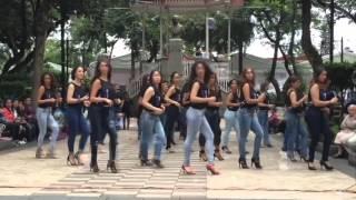 Красивый танец Девушек