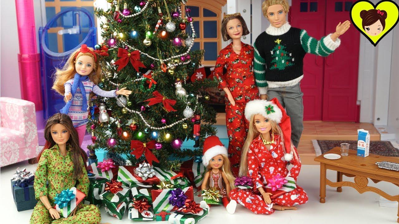 Dibujos De Barbie De Navidad.Barbie Y Su Familia Abren Regalos Y Juguetes De Navidad