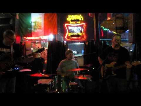 "Nude Furniture - ""I Gotta Move"" - Arnie's Bar - Tulsa, OK - 4/5/14"