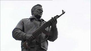 Moscow monument honours Mikhail Kalashniko thumbnail