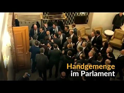 Angst vor Wahlbetrug: Schlägerei im Parlament von Ankara