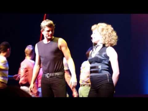 Eindapplaus Grease de Musical Theater de Flint 13-10-2015