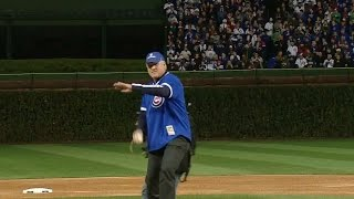 WS2016 Gm5: Ryne Sandberg throws out the first pitch