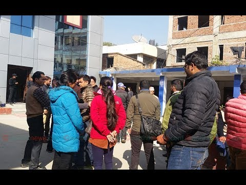 नेप्से घेराउ गर्दै लगानीकर्ताहरू, Nepali Investors Protesting Around NEPSE