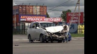 Два автолюбителя попали в аварию, пытаясь «проскочить» перекресток. MestoproTV