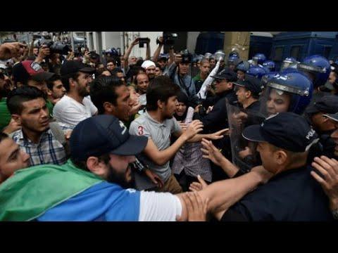 الجزائر: نحو ألفي طالب يتظاهرون ضد رموز -النظام- في العيد الوطني للطالب  - 14:55-2019 / 5 / 20