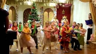 Бразильский танец в саду. Танцуют все!!!!.mp4