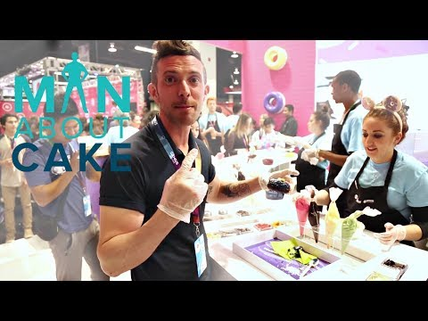 A YouTube baker behind the scenes at VIDCON 2017 | Man About Cake with Joshua John Russell