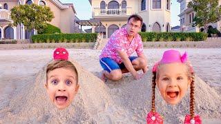 Diana e Roma Brincam na Praia com o Pai