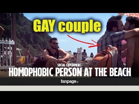 A gay couple is insulted and then kicked off the beach: these are the reactions to this homophobic a