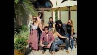 Download Miley Cyrus New Family Photo 22.8.2011 MP3 song and Music Video