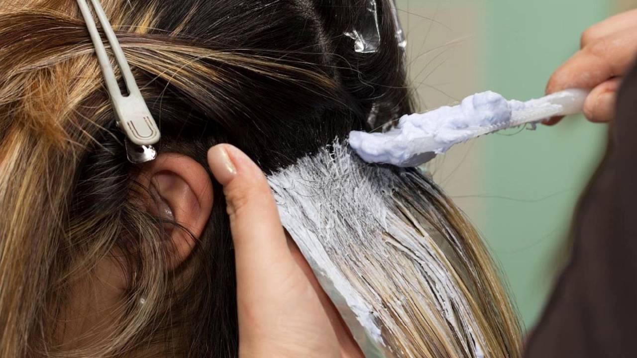 Можно во время месячных красить волосы
