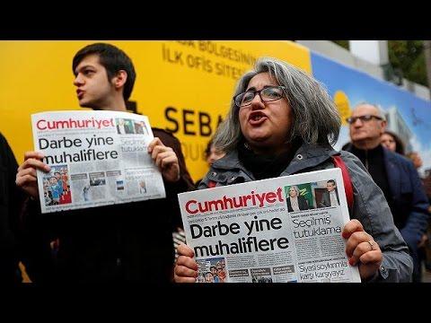 Turquía: detienen a periodistas y directivos del diario opositor Cumhuriyet - world