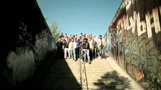 Deutsche Hooligans singen {Ein bisschen Frieden}