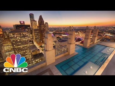 39 Sky Pool 39 In New Houston High Rise Hangs 500 Feet Above Ground Cnbc Youtube