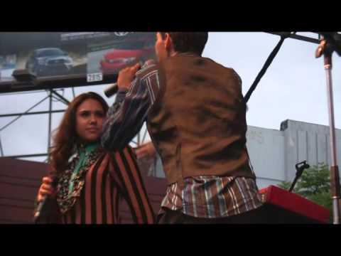 Emotional El DeBarge with Kristinia DeBarge Performs 'Rhythm Of The Night' @ Taste of Soul