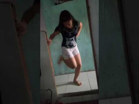Menina dançando funk top