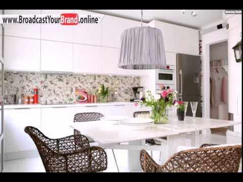 Tapeten Küche Ideen Weiße Küchenschränke Rattan Stühle Fliesenspiegel Floral