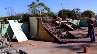 Na zona Norte da cidade de Ribeirão Preto-SP, skatistas com apoio d...