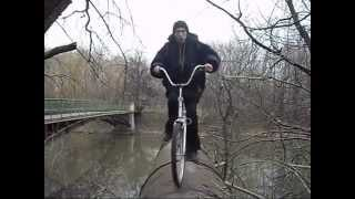 На велосипеде по трубе