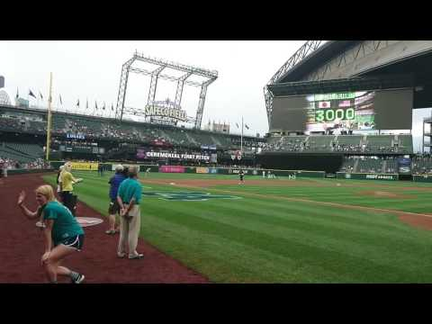Ichi-meter Lady's first pitch, Safeco Field, 08/08/2016