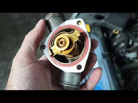 Замена термостата на Приоре. Проверка нового и старого термостата на температуру открывания.