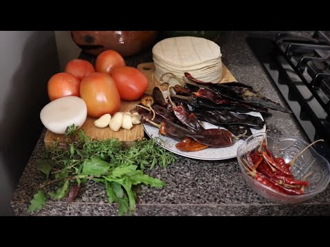 Chilaquiles Rojos Con Epazote! Fáciles Y Deliciosos!