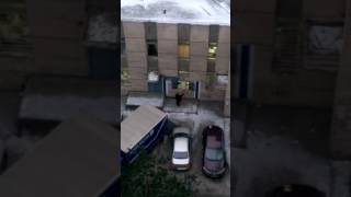 """""""Бережное"""" отношение к посылкам на """"Почте России"""" в Петербурге"""