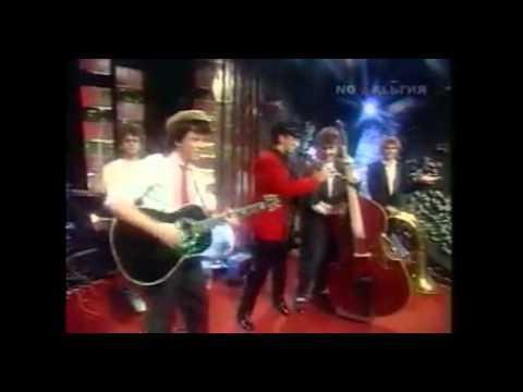 Клип Весёлые Ребята - Розовые Розы в HD, 4K, скачать