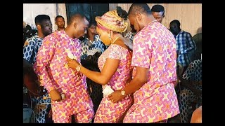 Download Video Fuji star Alao Malaika, Kofowarola And Her Brother Show Off Their Dance Moves On Stage MP3 3GP MP4