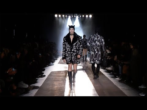 Moschino F/W18 Menswear and Women's pre-collection fashion show!